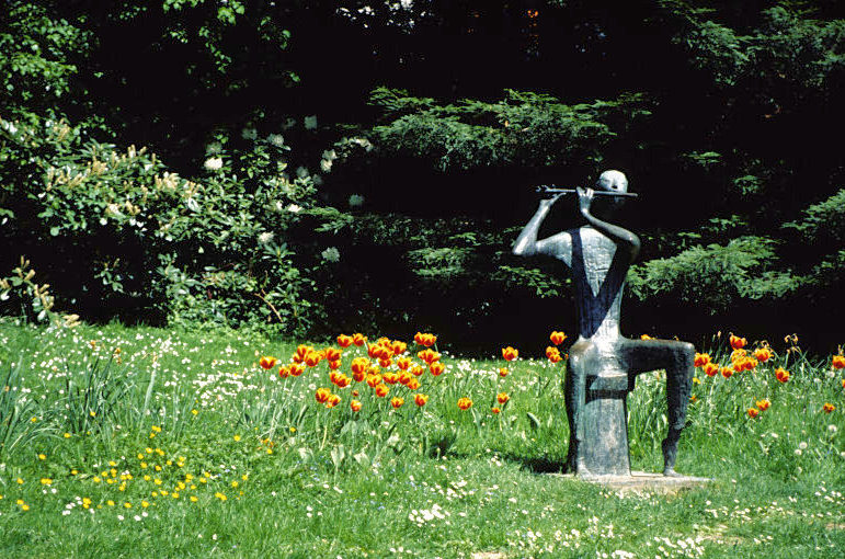 A statue in the Kurpark